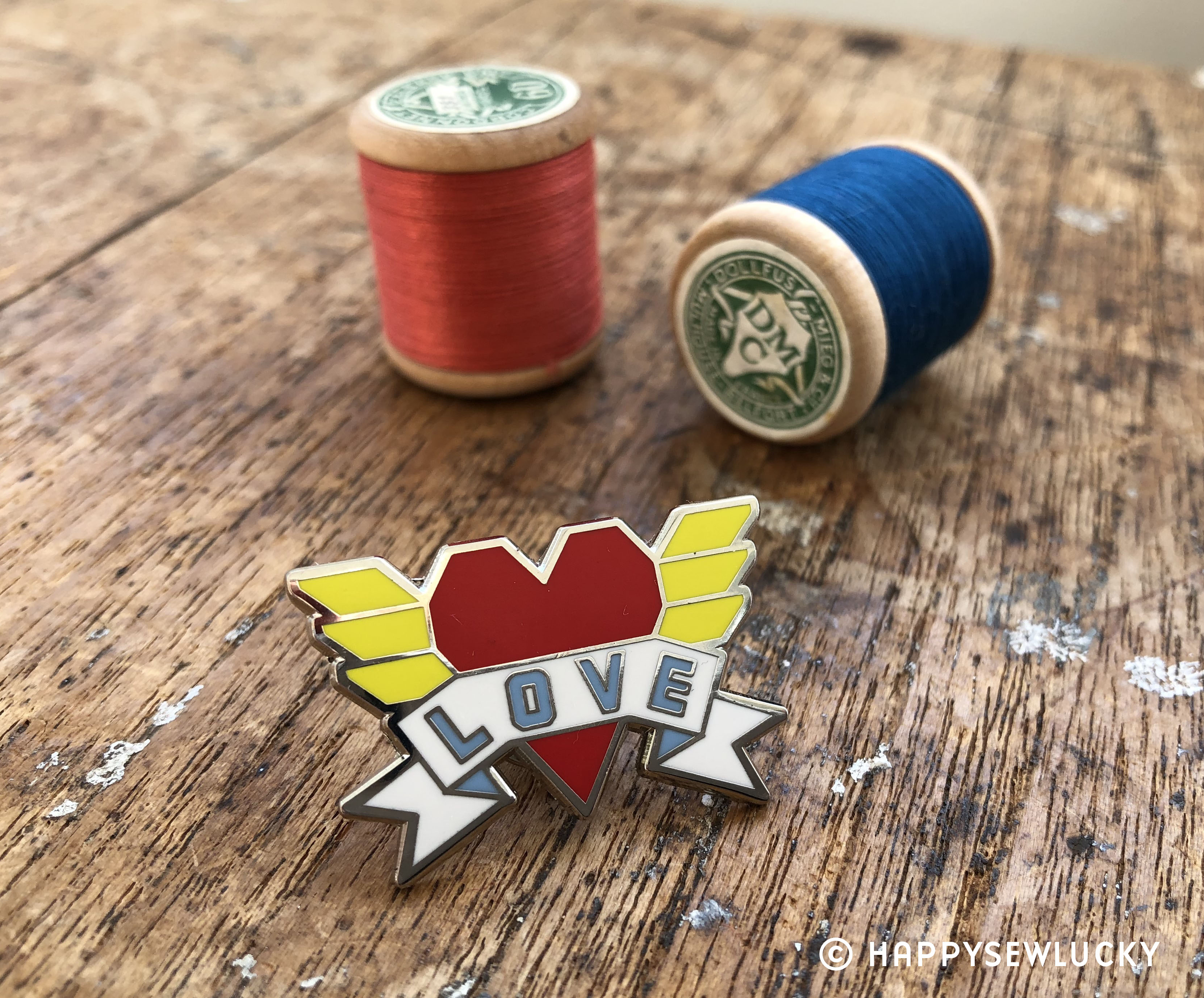 Heart with wiongs enamel pin